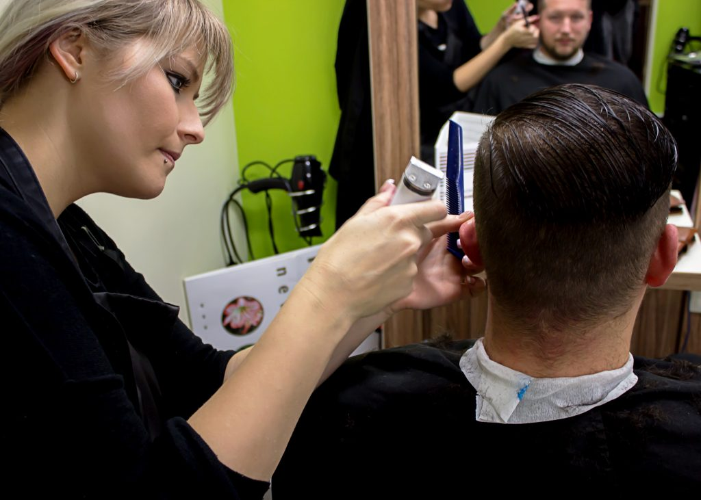 coiffure-first-cut-salon-mertert-der-salon-schnitt